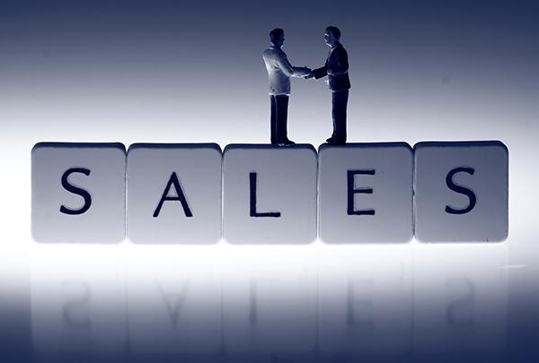 Miniature businessmen sales handshake.Miniature scale model bus